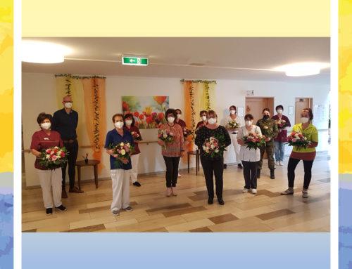 Blumenstrauß für Mitarbeiterinnen des Senioren-Zentrums Wetzgauer Berg